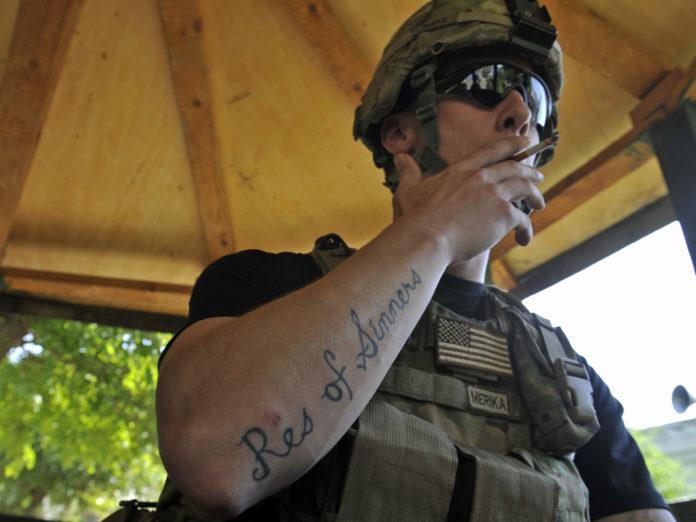 берут в армию с татуировками
